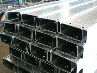 集宁彩钢抗震C型钢滚压设备特点以及安装抗震支架注意事项: